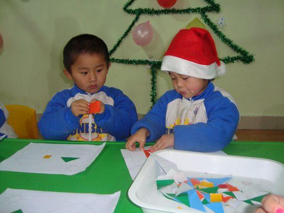 幼儿园圣诞树粘贴画